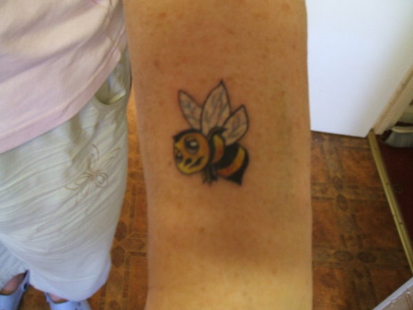 Bee tattoo designs (17)