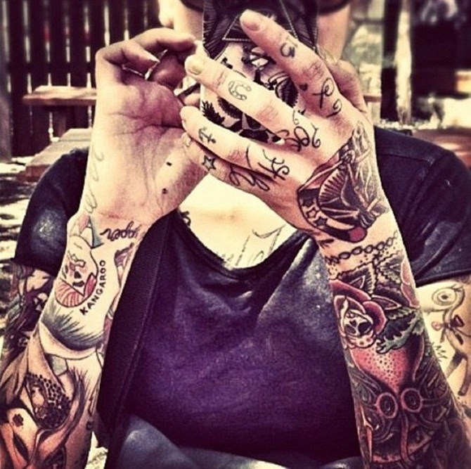 Creative Hand Tattoo Designs in Vogue (21)