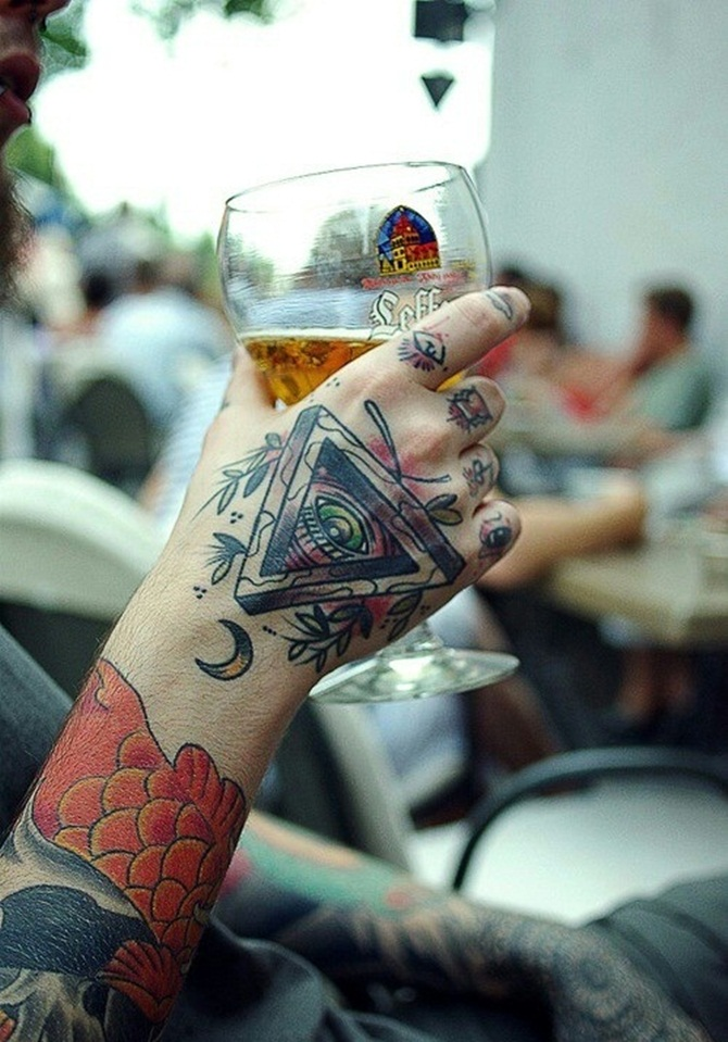 Creative Hand Tattoo Designs in Vogue (29)